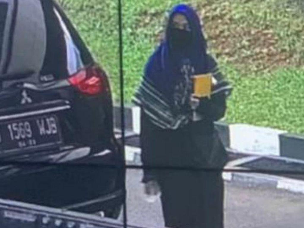 Polisi Dalami Alasan Zakiah Aini DO dari Kampus di Semester V