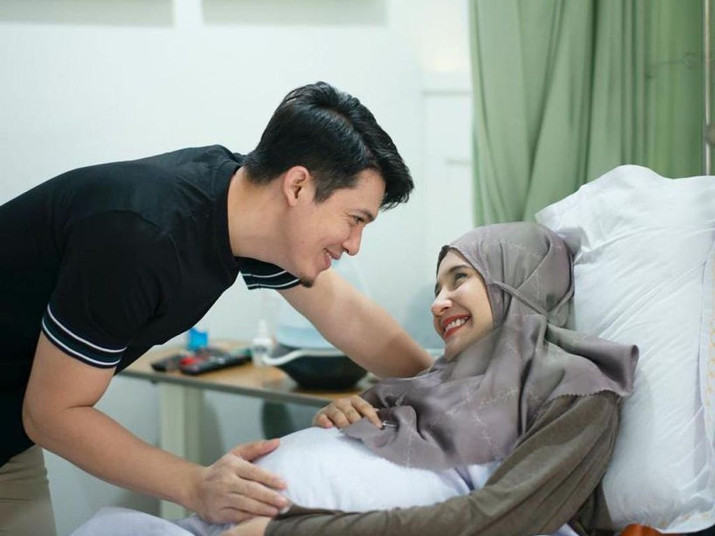 Zaskia Sungkar Pamer Foto Bayi, Netizen Sebut Hasil Bibit Unggul