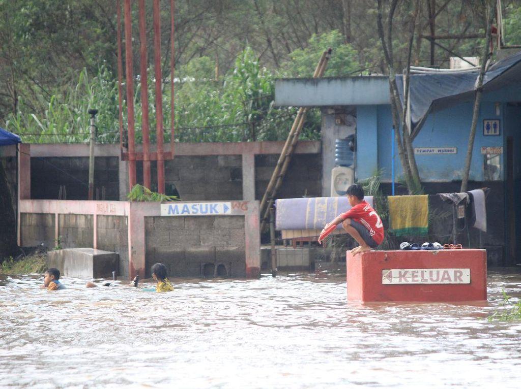Banjir Belum Surut di Dayeuhkolot dan Baleendah Bandung