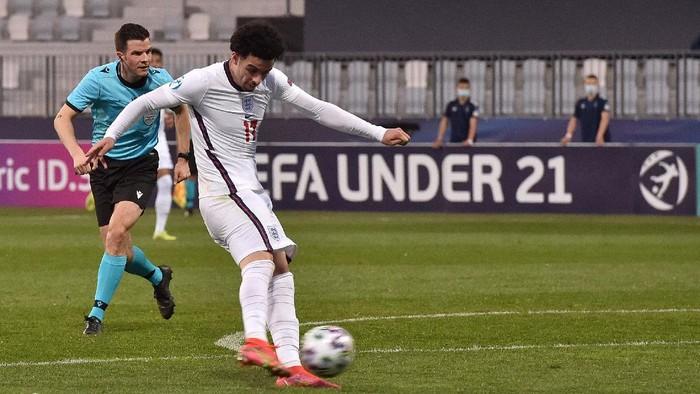 Curtis Jones saat membela Timnas Inggris U-21 di ajang Piala Eropa U-21 di Koper, Slovenia, Rabu 31 Maret 2021.
