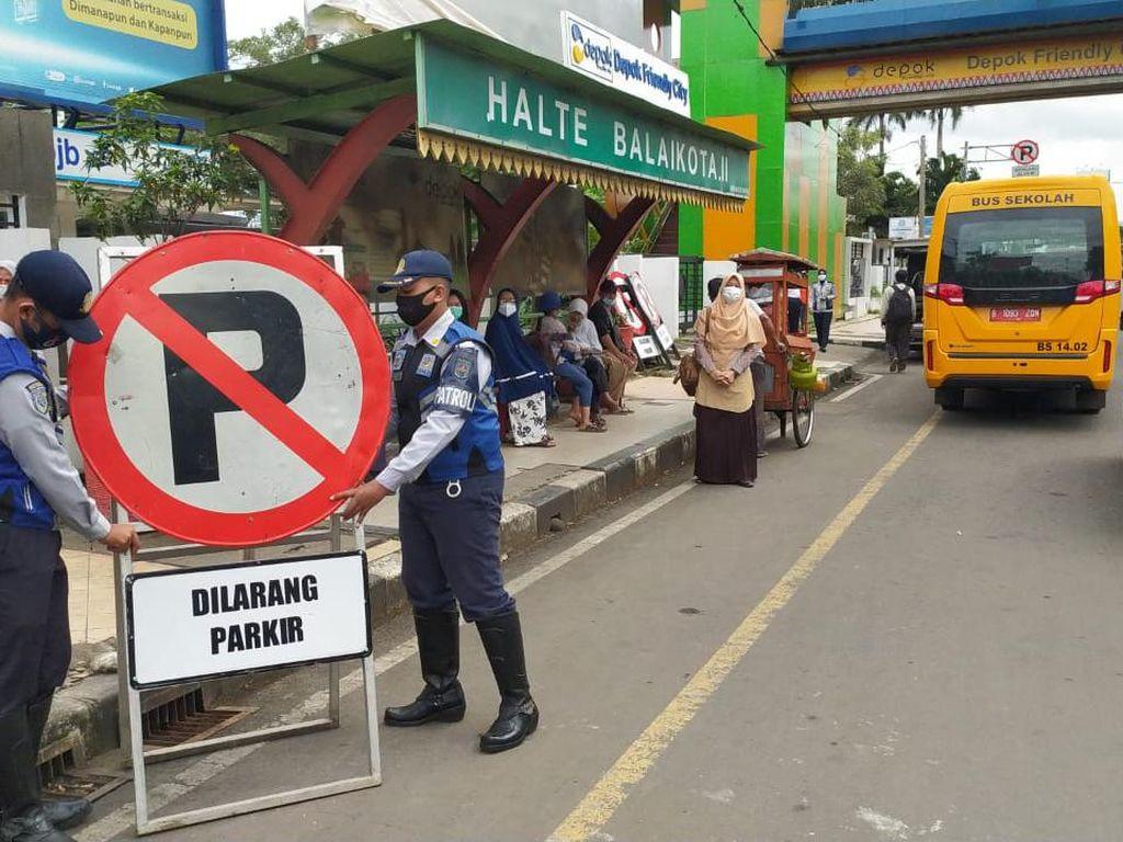 Dishub Depok Larang Parkir di Depan JPO Balai Kota Depok