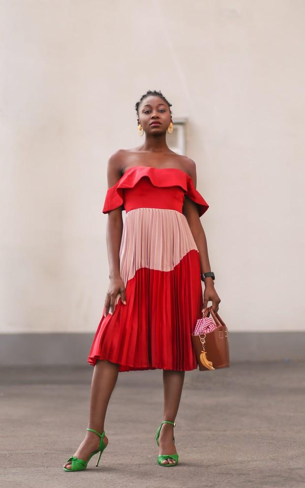 Pakaian yang sesuai bentuk tubuh.