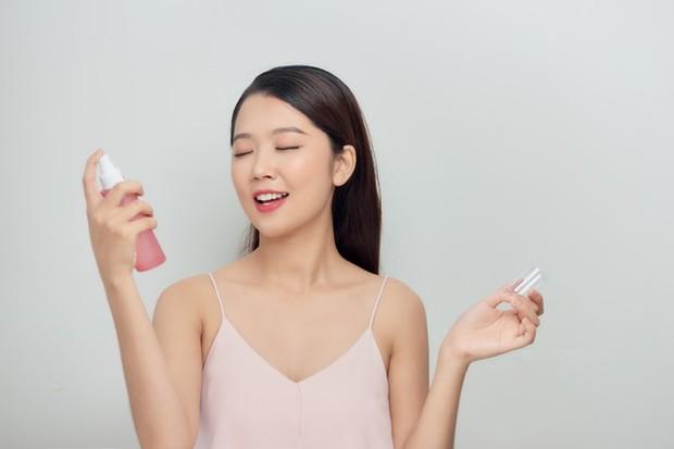 Gunakan Sebagai Face Mist yang menyerap ke dalam kulit/freepik.com