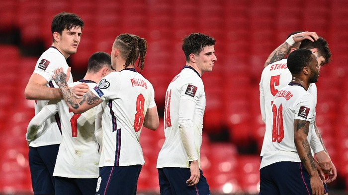 LONDON, ENGLAND - MARCH 31: Harry Maguire of England celebrates with Phil Foden, Kalvin Phillips and Mason Mount after scoring their sides second goal during the FIFA World Cup 2022 Qatar qualifying match between England and Poland on March 31, 2021 at Wembley Stadium in London, England. Sporting stadiums around the UK remain under strict restrictions due to the Coronavirus Pandemic as Government social distancing laws prohibit fans inside venues resulting in games being played behind closed doors. (Photo by Andy Rain - Pool/Getty Images)