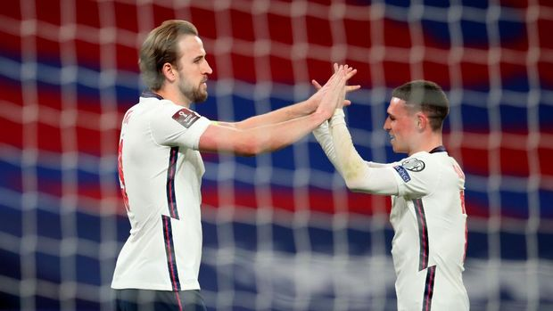 Soccer Football - World Cup Qualifiers Europe - Group I - England v Poland - Wembley Stadium, London, Britain - March 31, 2021 England's Harry Kane celebrates scoring their first goal with Phil Foden Pool via REUTERS/Catherine Ivill