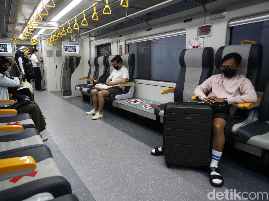 Naik Kereta Bandara Rasa KRL, Berapa Lama Waktu Tempuhnya?