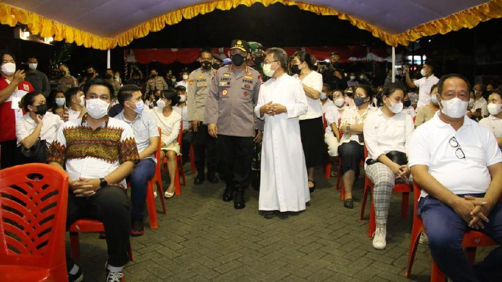 Potret Kapolri Kunjungi Gereja di Manado Pastikan Paskah Aman
