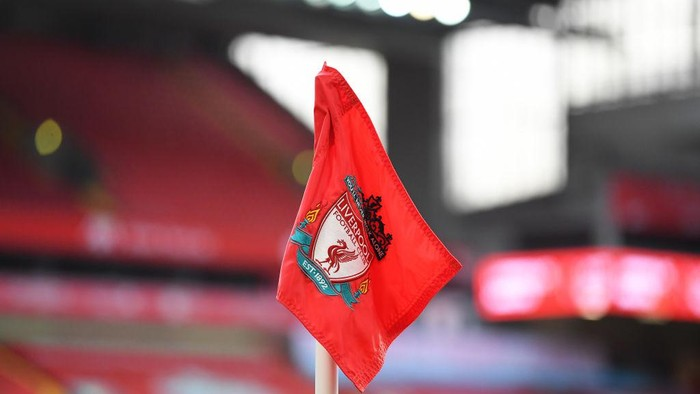 LIVERPOOL, ENGLAND - JANUARY 17: Detailed view of a Liverpool badge on a corner flag inside of the stadium ahead of the Premier League match between Liverpool and Manchester United at Anfield on January 17, 2021 in Liverpool, England. Sporting stadiums around England remain under strict restrictions due to the Coronavirus Pandemic as Government social distancing laws prohibit fans inside venues resulting in games being played behind closed doors. (Photo by Michael Regan/Getty Images)