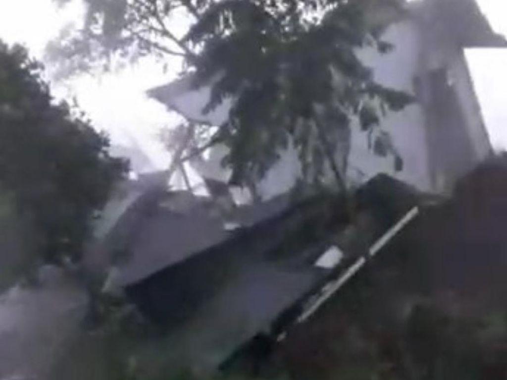 Longsor-Pergerakan Tanah di Batulawang Cianjur, Satu Rumah Warga Ambruk