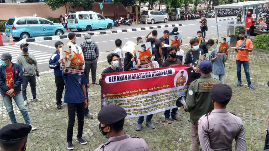 Massa GMN Geruduk Gedung KPK