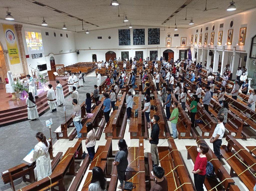Misa Kamis Putih di Gereja Santo Petrus Paulus Berjalan Khidmat