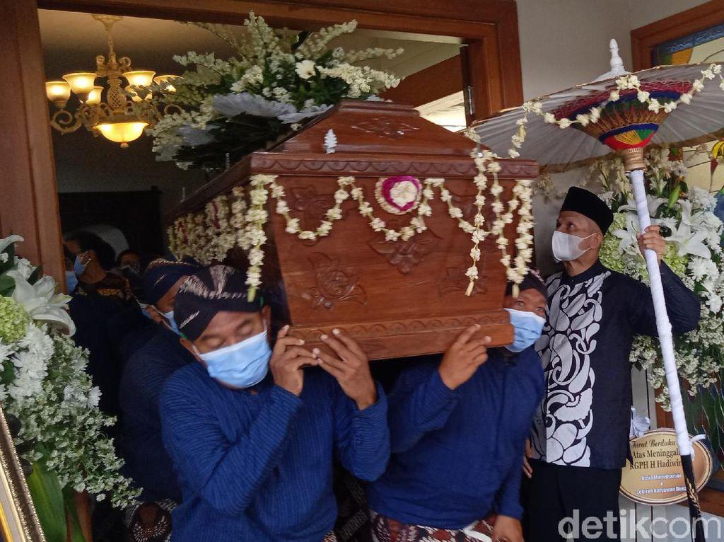 Sultan HB X Urung Lepas Pemberangkatan Jenazah Gusti Hadiwinoto