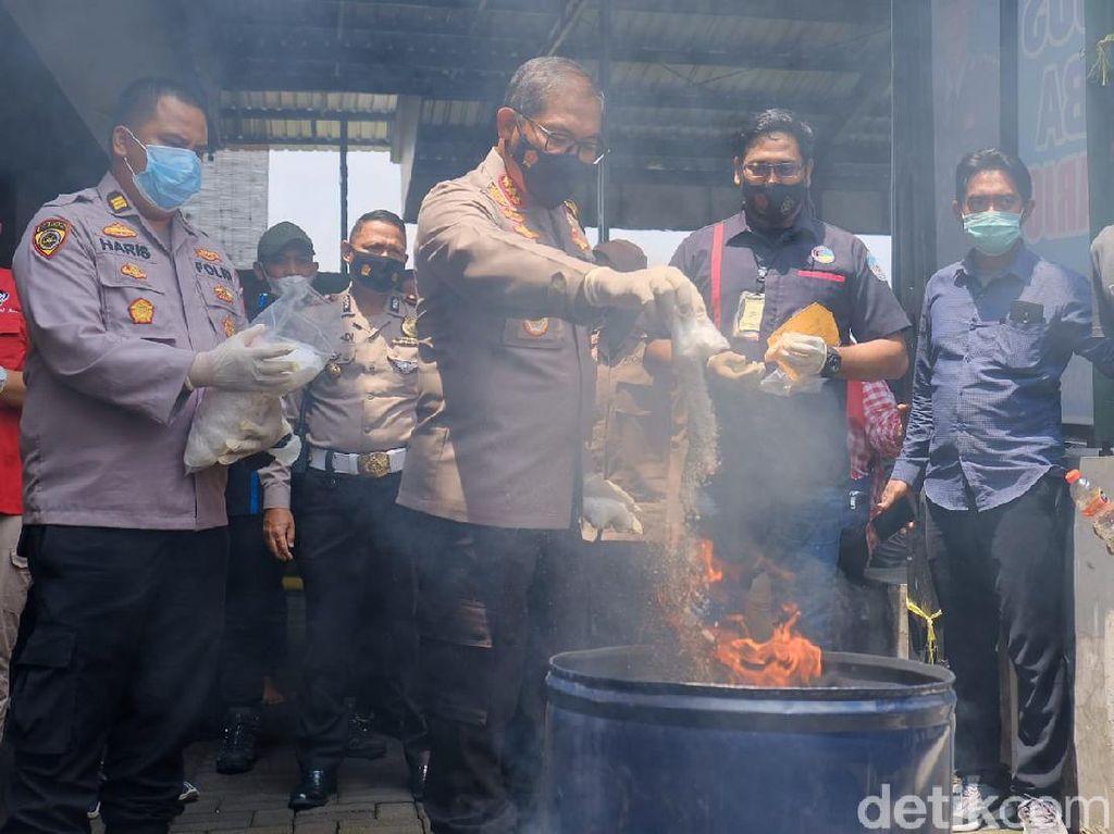 6,3 Kg Sabu Dimusnahkan di Sidoarjo