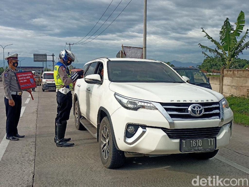Polisi Berlakukan Penyekatan di Tol Soreang Jelang Libur Panjang