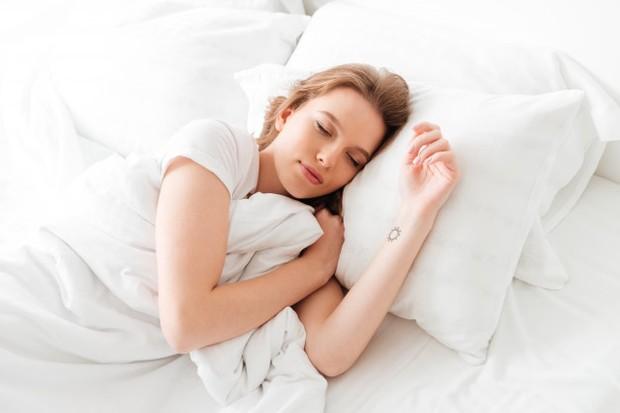 Wanita Tidur yang Cukup