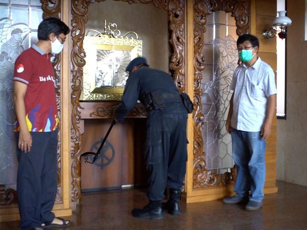 Tim Jibom Gegana Polda Jateng Sisir Gereja-gereja di Solo