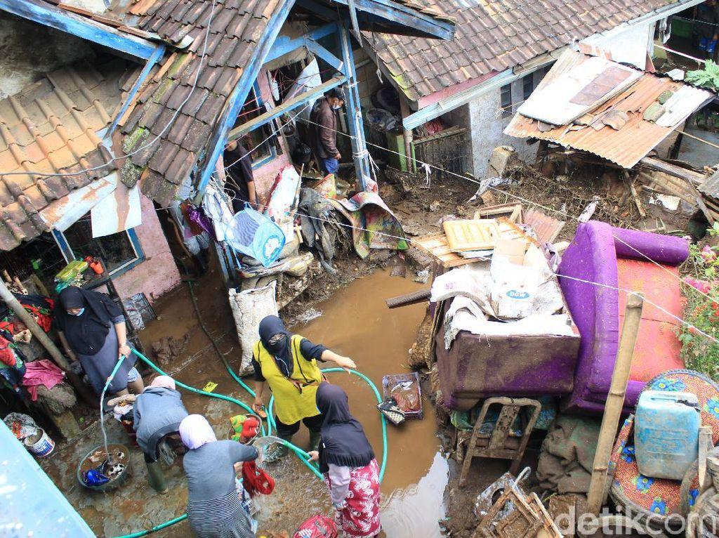 Alih Fungsi Lahan Diduga Penyebab Banjir Bandang di Kertasari Bandung