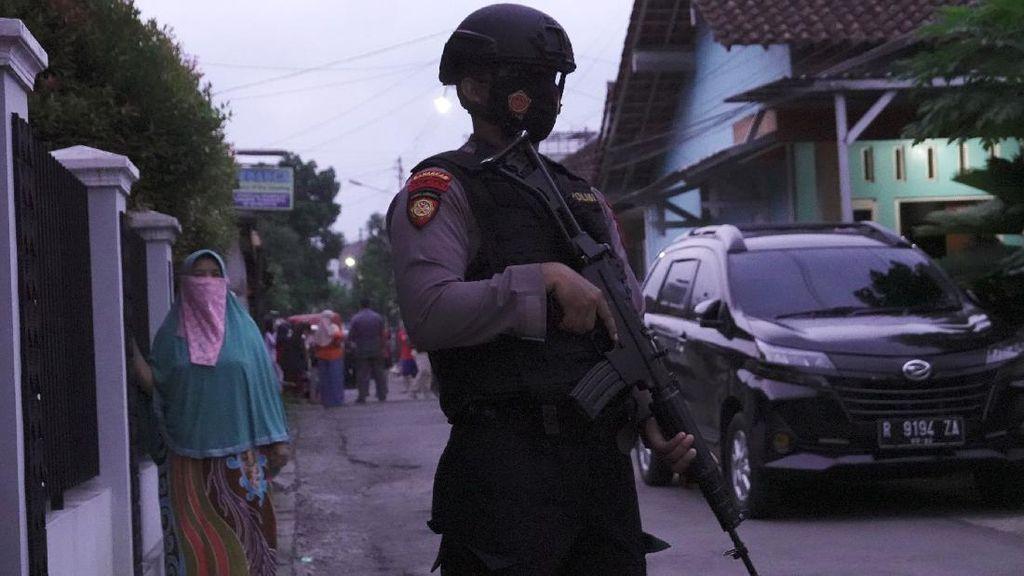 Densus Geledah Rumah Terduga Teroris di Banyumas