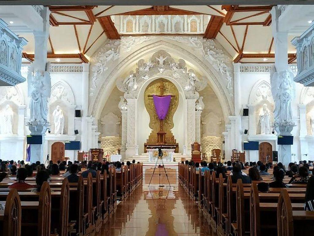 Jumat Agung, Prosesi Penciuman Salib di Katedral Denpasar Ditiadakan