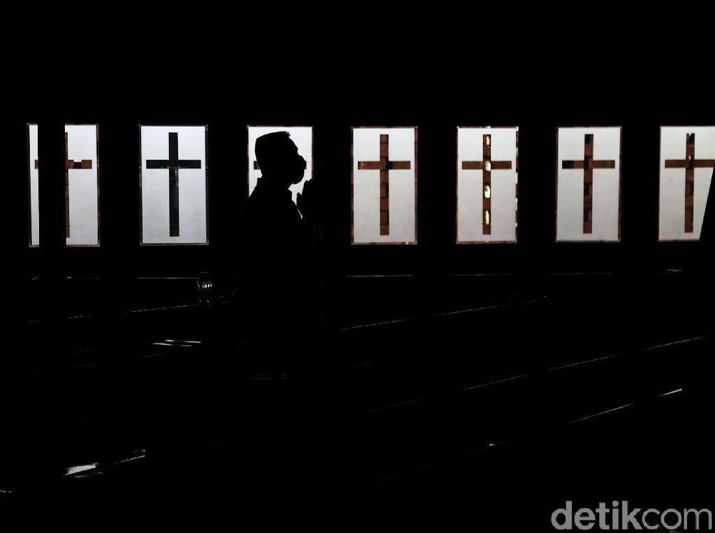 Ibadah Jumat Agung yang Khidmat di Gereja Salib Suci