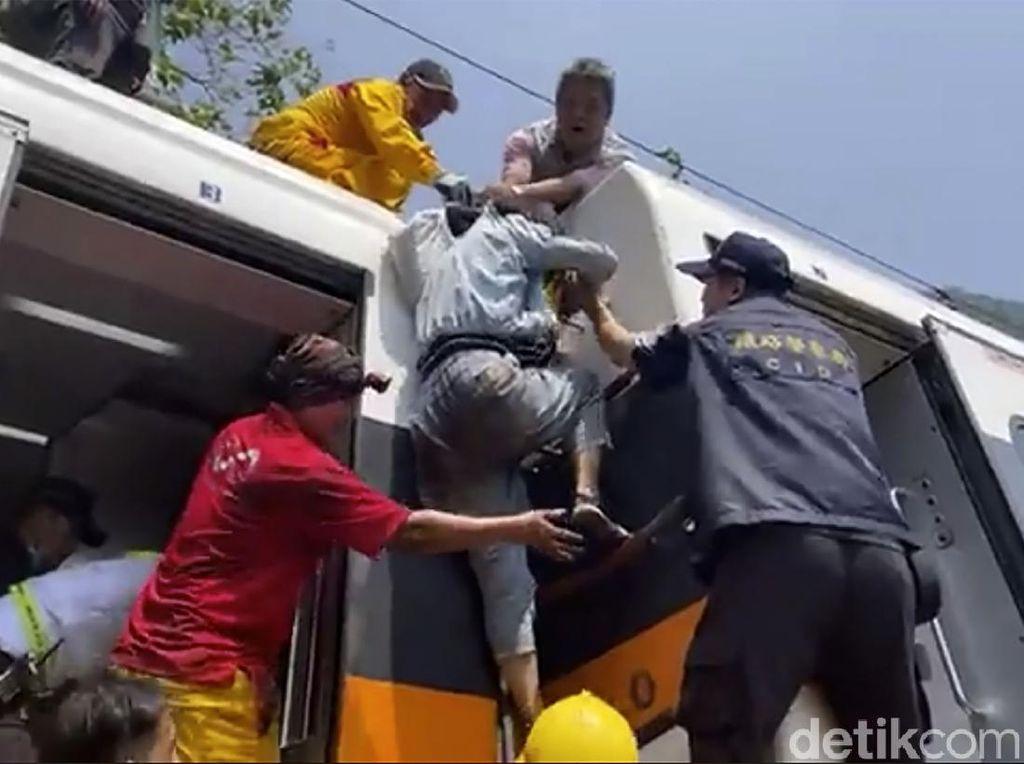 Kecelakaan Kereta Tewaskan Puluhan Orang di Taiwan