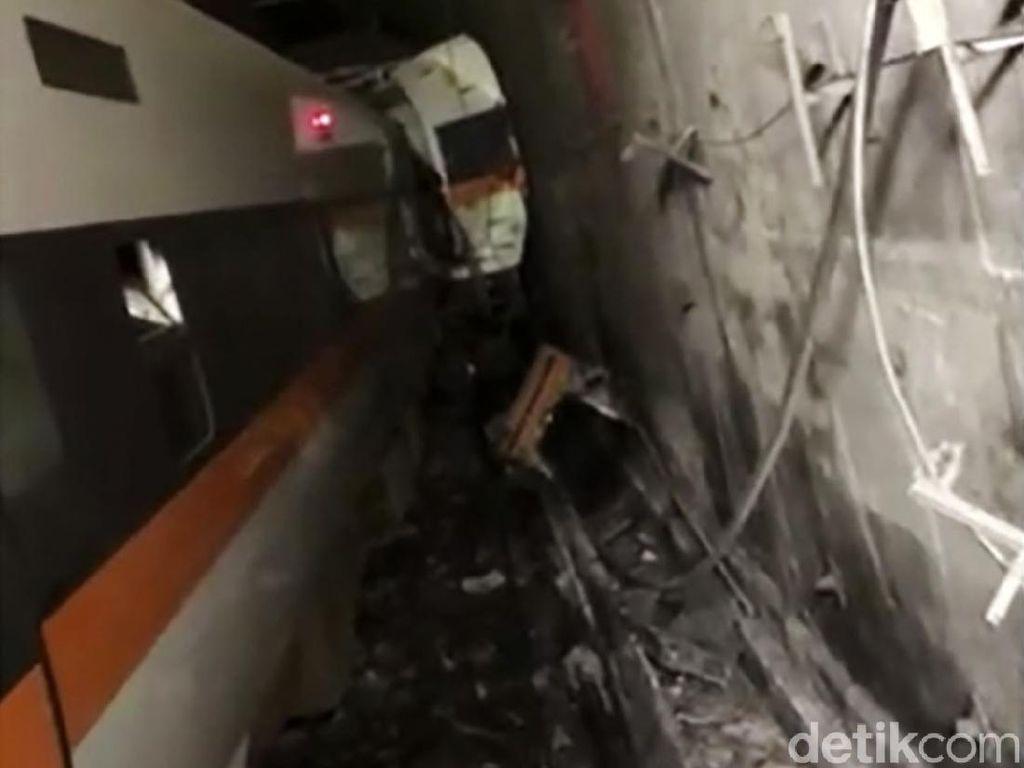 Dramatis! Evakuasi Korban Kecelakaan Kereta di Taiwan