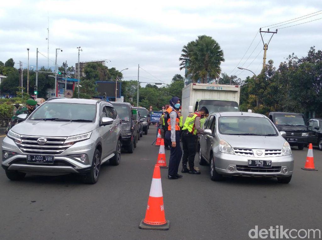 Tak Bawa Hasil Antigen, 150 Kendaraan Wisatawan Diputar Balik di Puncak