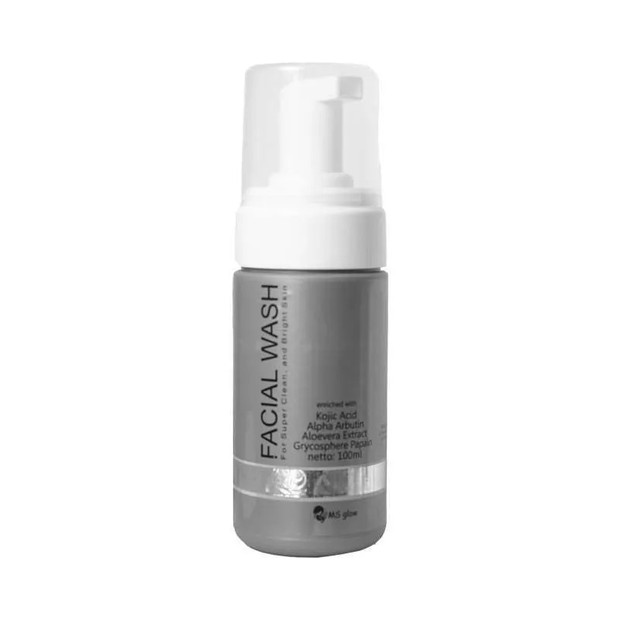 MS Glow Facial Wash membersihkan wajah secara efektif/blibli.com