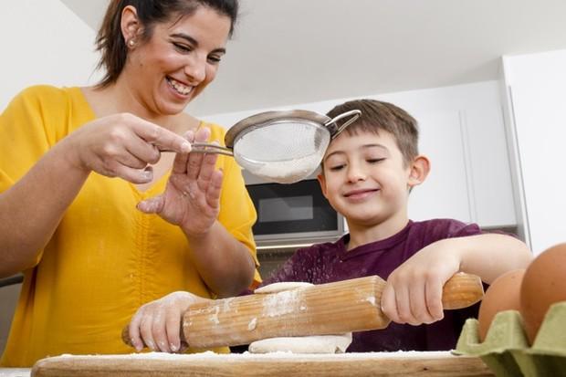Anak-anak tumbuh dengan kemampuan yang hebat dalam menyerap dan mereproduksi perilaku yang mereka lihat dan alami dalam kehidupan sehari-hari.