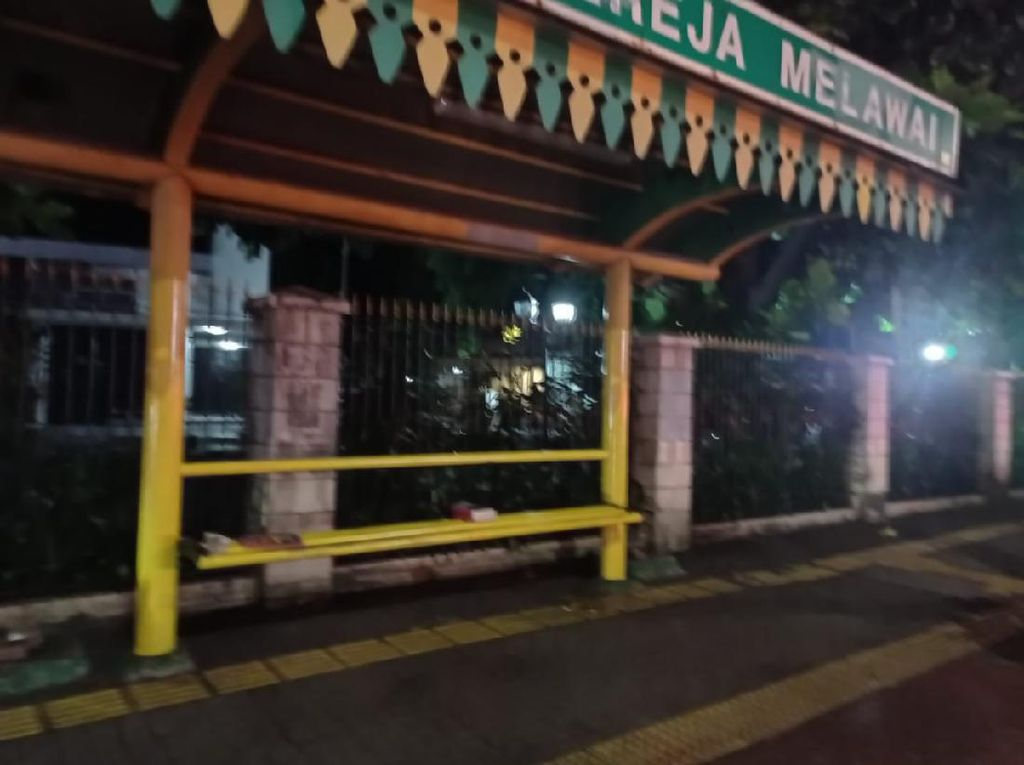 Polisi Cek Benda Misterius Mirip Buku di Depan Gereja Jalan Melawai Jaksel