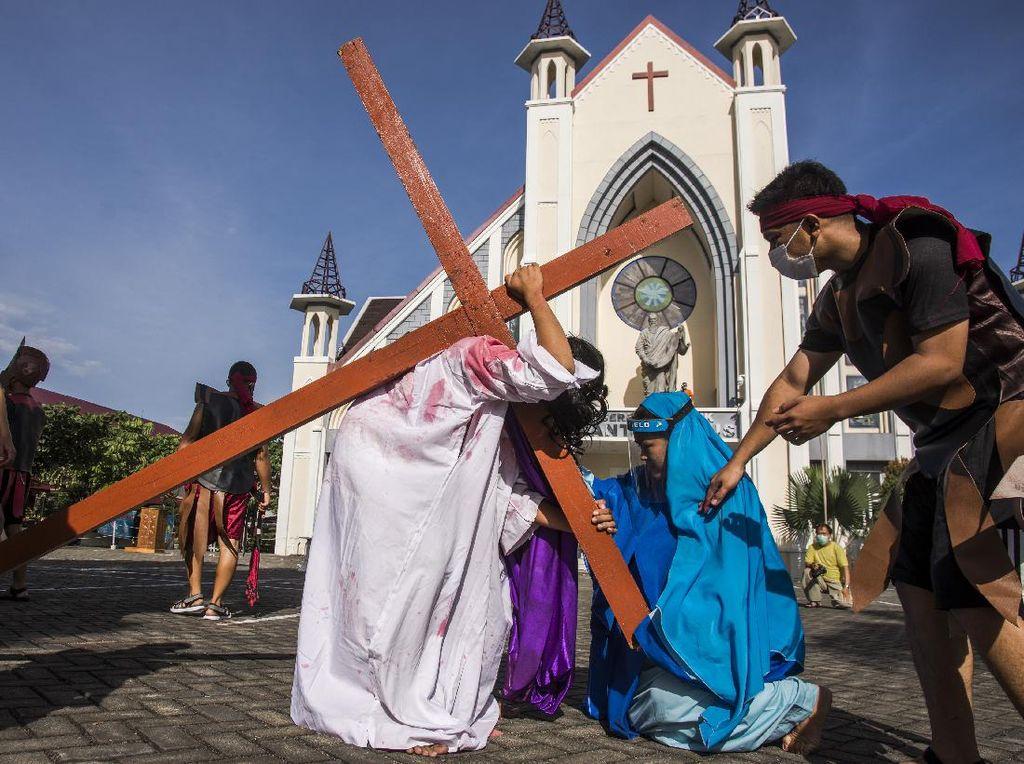 Gereja di Pekanbaru Gelar Tablo Jalan Salib
