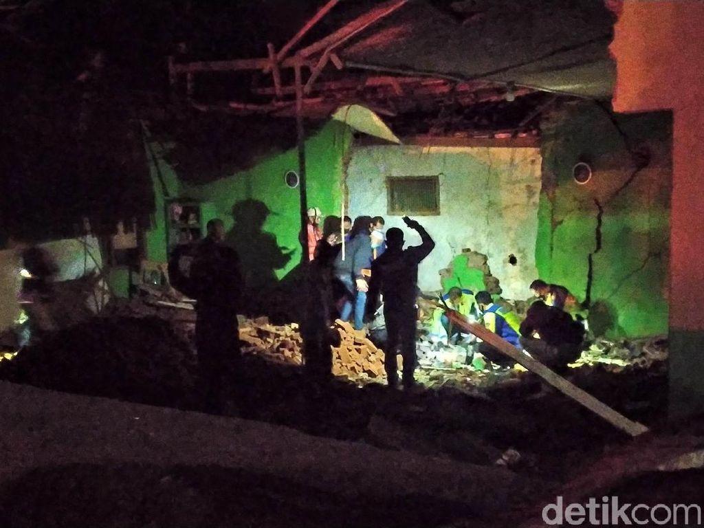 Penampakan Truk Tabrak Madrasah di Garut, 2 Tewas