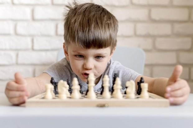 Para pemain catur profesional terbukti memiliki keterampilan memori yang kuat. Permainan ini melibatkan kemampuan menghafal berbagai kombinasi gerakan dan peluang-peluang dari strategi yang mereka rencanakan.