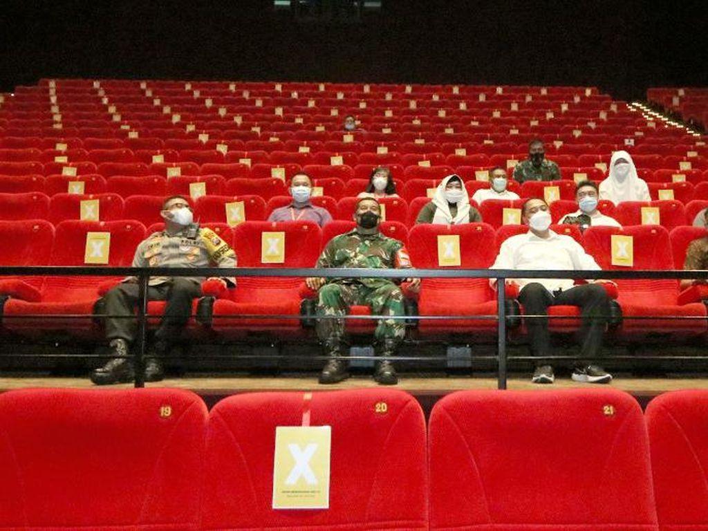 Jangan Copot Masker di Bioskop, Ada Kamera Infrared Mengintai