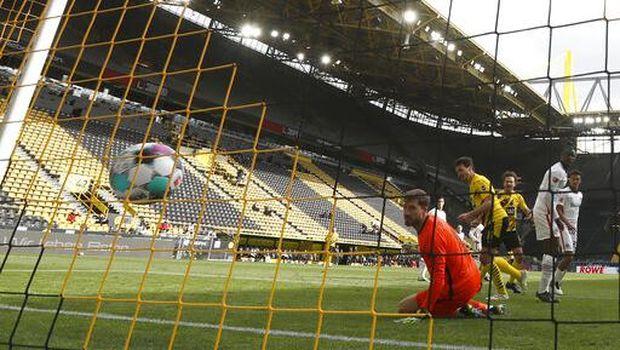 Borussia Dortmund vs Eintracht Frankfurt dimenangi tim tamu dengan skor 2-1 (Lars Baron/Pool via AP)