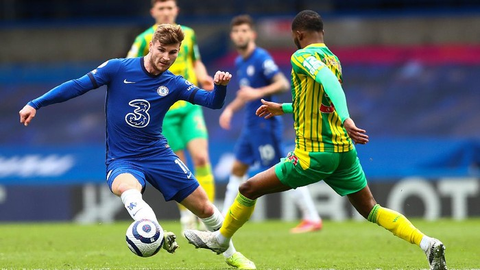 LONDON, ENGLAND - APRIL 03: Timo Werner of Chelsea is challenged by Ainsley Maitland-Niles of West Bromwich Albion during the Premier League match between Chelsea and West Bromwich Albion at Stamford Bridge on April 03, 2021 in London, England. Sporting stadiums around the UK remain under strict restrictions due to the Coronavirus Pandemic as Government social distancing laws prohibit fans inside venues resulting in games being played behind closed doors. (Photo by Clive Rose/Getty Images)