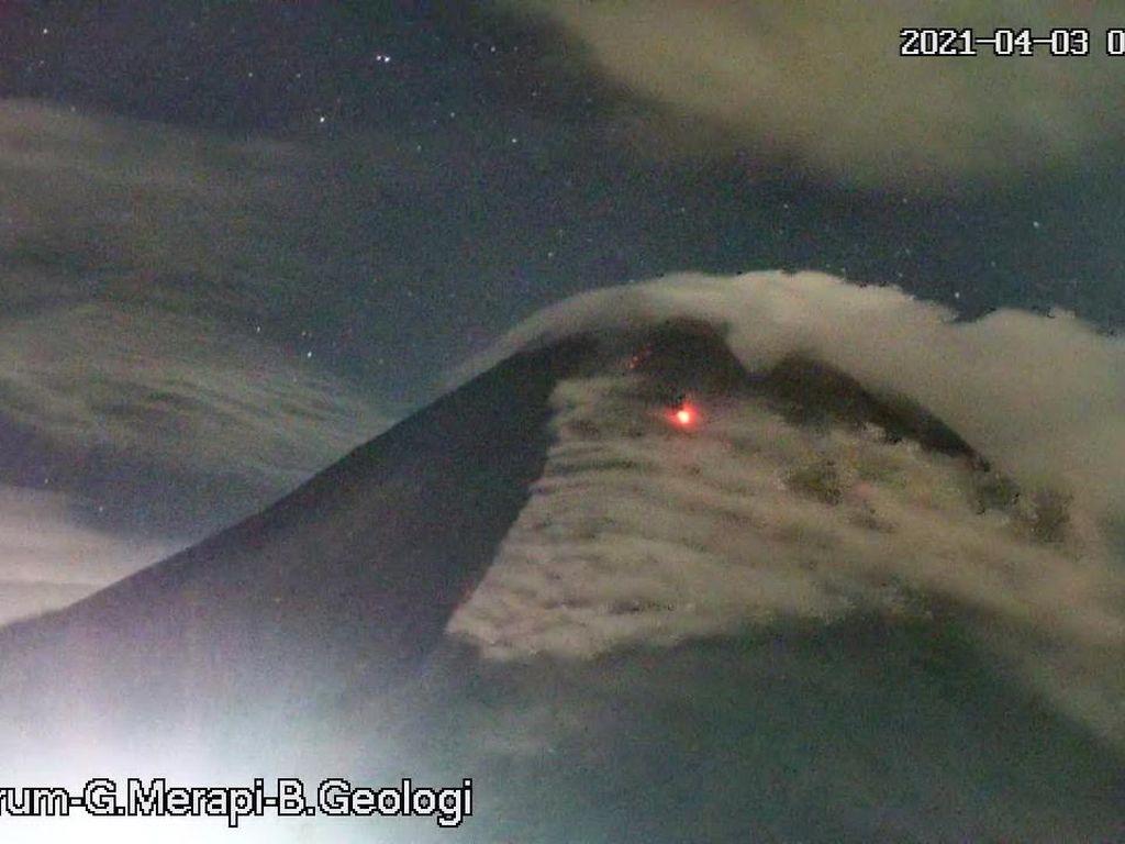 Gunung Merapi 10 Kali Luncurkan Lava Pijar Hari Ini