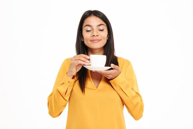 Ilustrasi minum teh.