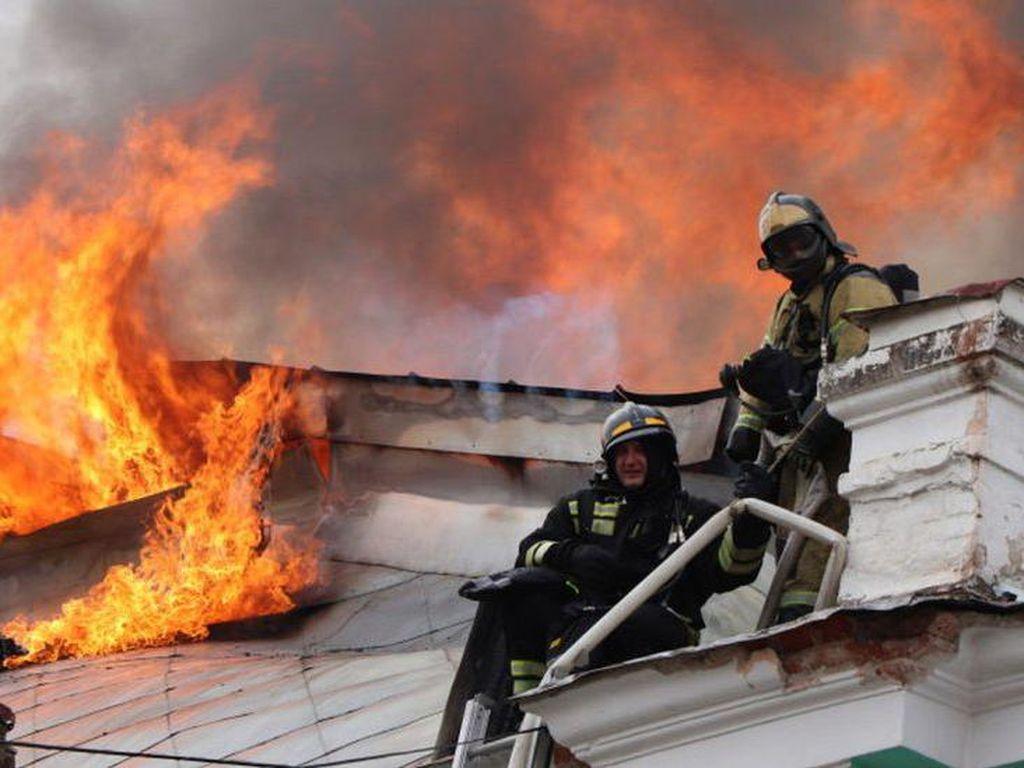 Kebakaran Rumah Sakit di Rusia, Dokter Tetap Lanjutkan Operasi