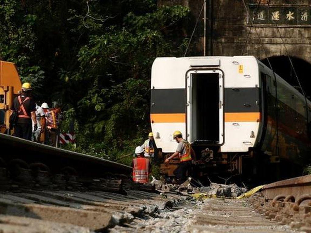 Dibawa Polisi, Pemilik Truk Penyebab Kecelakaan Kereta di Taiwan Minta Maaf