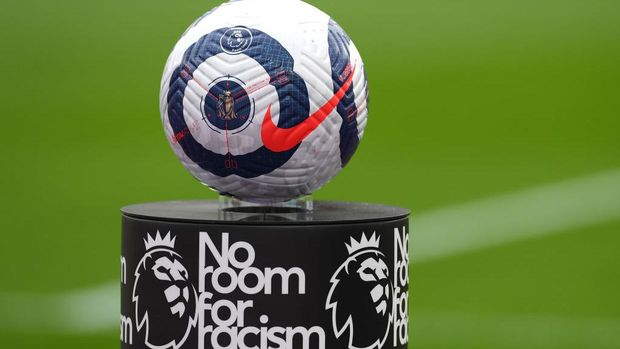 LONDON, ENGLAND - MARCH 21: Detailed view of the Nike match ball on a 'No room for racism' plinth during the Premier League match between West Ham United and Arsenal at London Stadium on March 21, 2021 in London, England. Sporting stadiums around the UK remain under strict restrictions due to the Coronavirus Pandemic as Government social distancing laws prohibit fans inside venues resulting in games being played behind closed doors.  (Photo by Mike Hewitt/Getty Images)