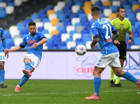 NAPLES, ITALY - APRIL 03: Dries Mertens of SSC Napoli scores their side's third goal during the Serie A match between SSC Napoli and FC Crotone at Stadio Diego Armando Maradona on April 03, 2021 in Naples, Italy. Sporting stadiums around Italy remain under strict restrictions due to the Coronavirus Pandemic as Government social distancing laws prohibit fans inside venues resulting in games being played behind closed doors. (Photo by Francesco Pecoraro/Getty Images)