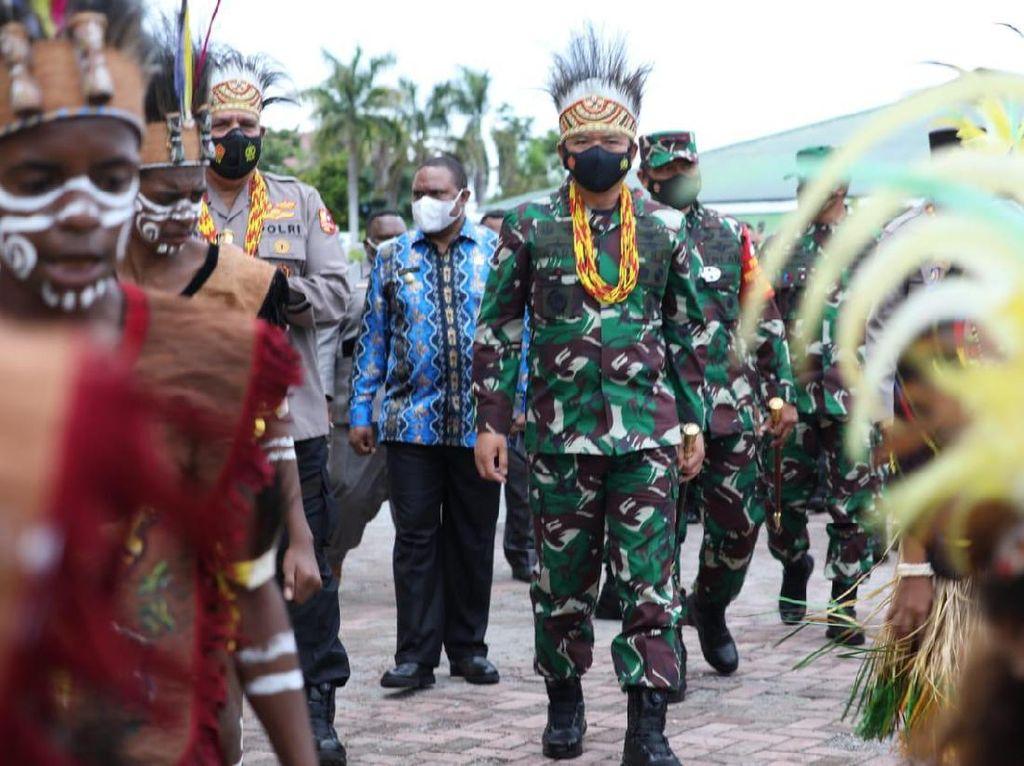 Panglima TNI ke Manokwari, Tinjau Vaksinasi hingga Pengamanan Jelang Paskah