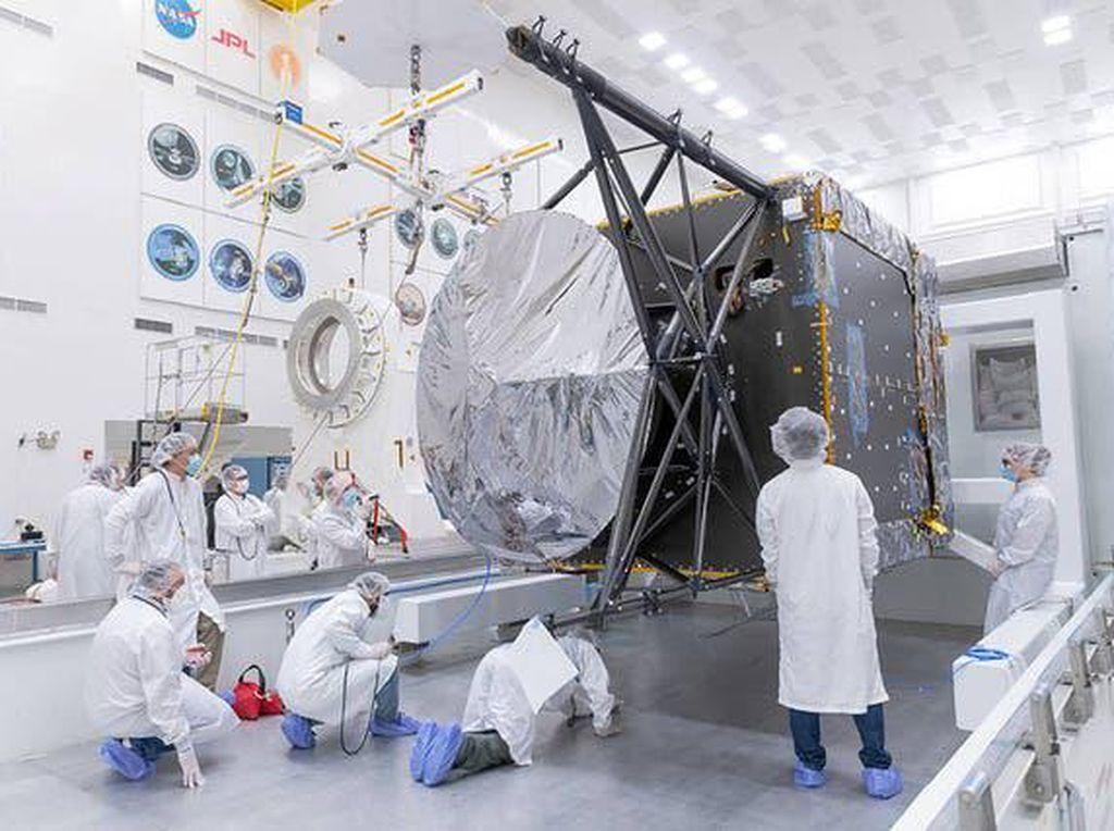 NASA Rakit Pesawat Buat Sambangi Asteroid Paling Berharga