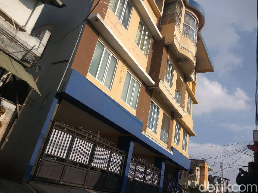 Menengok Istana Aa Umbara di Tengah Pemukiman Padat Penduduk di Lembang