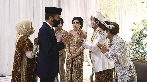 Presiden Joko Widodo dan Menteri Pertahanan Prabowo Subianto menjadi saksi Pernikahan Atta Halilintar - Aurel Hermansyah.