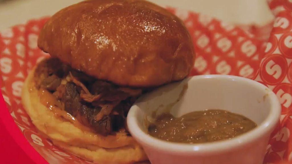 Lezatnya Cheese Burger Kekinian di Supper dengan Nuansa Kota New York