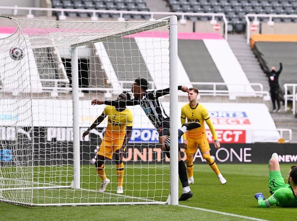 Newcastle Vs Tottenham: The Lilywhites Tertahan 2-2