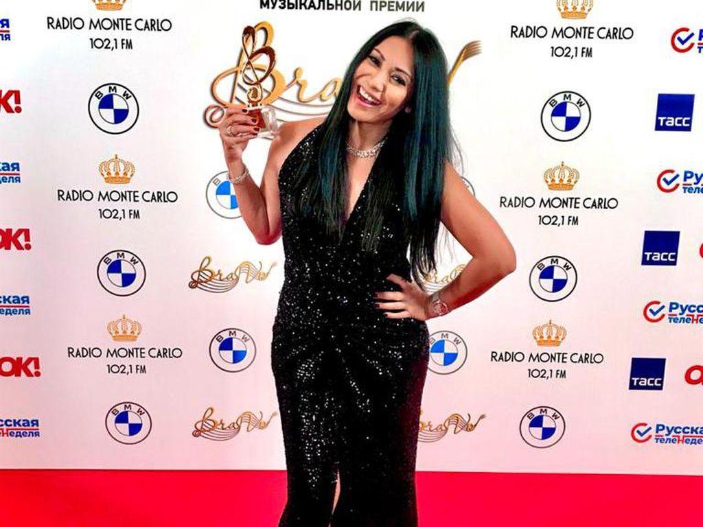 Top! Anggun Diganjar Penghargaan di Ajang Musik Rusia