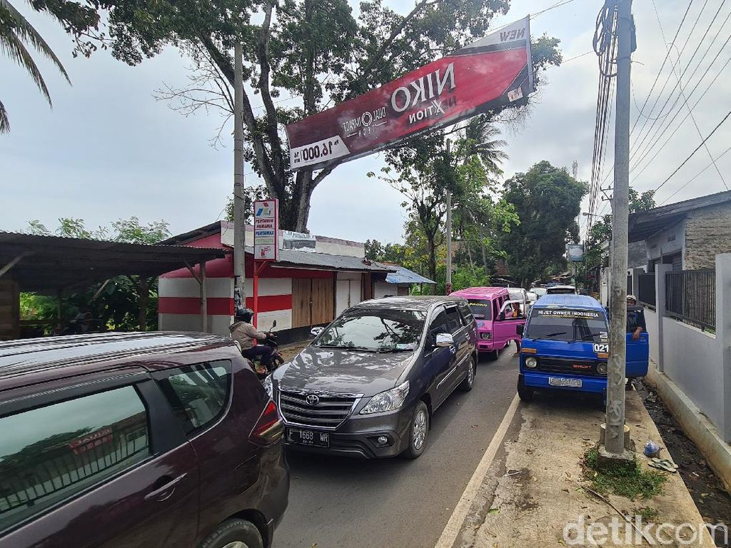 Arus Balik Wisatawan, Ruas Jalan Cisolok-Palabuhanratu Sukabumi Padat